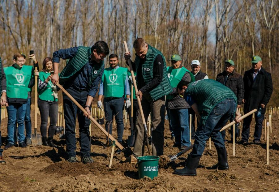Iohannis, la lansarea campaniei de impadurire: Este inadmisibil ca in secolul XXI sa mai avem taieri ilegale masive
